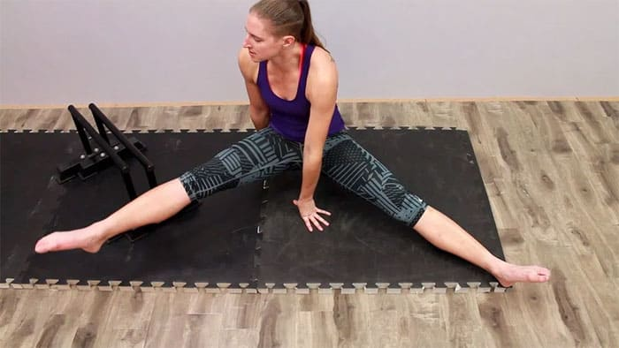 Calories and Sculpt with 6 Moves of Butt Workout In 20 Minute Lift-Leg Straddling
